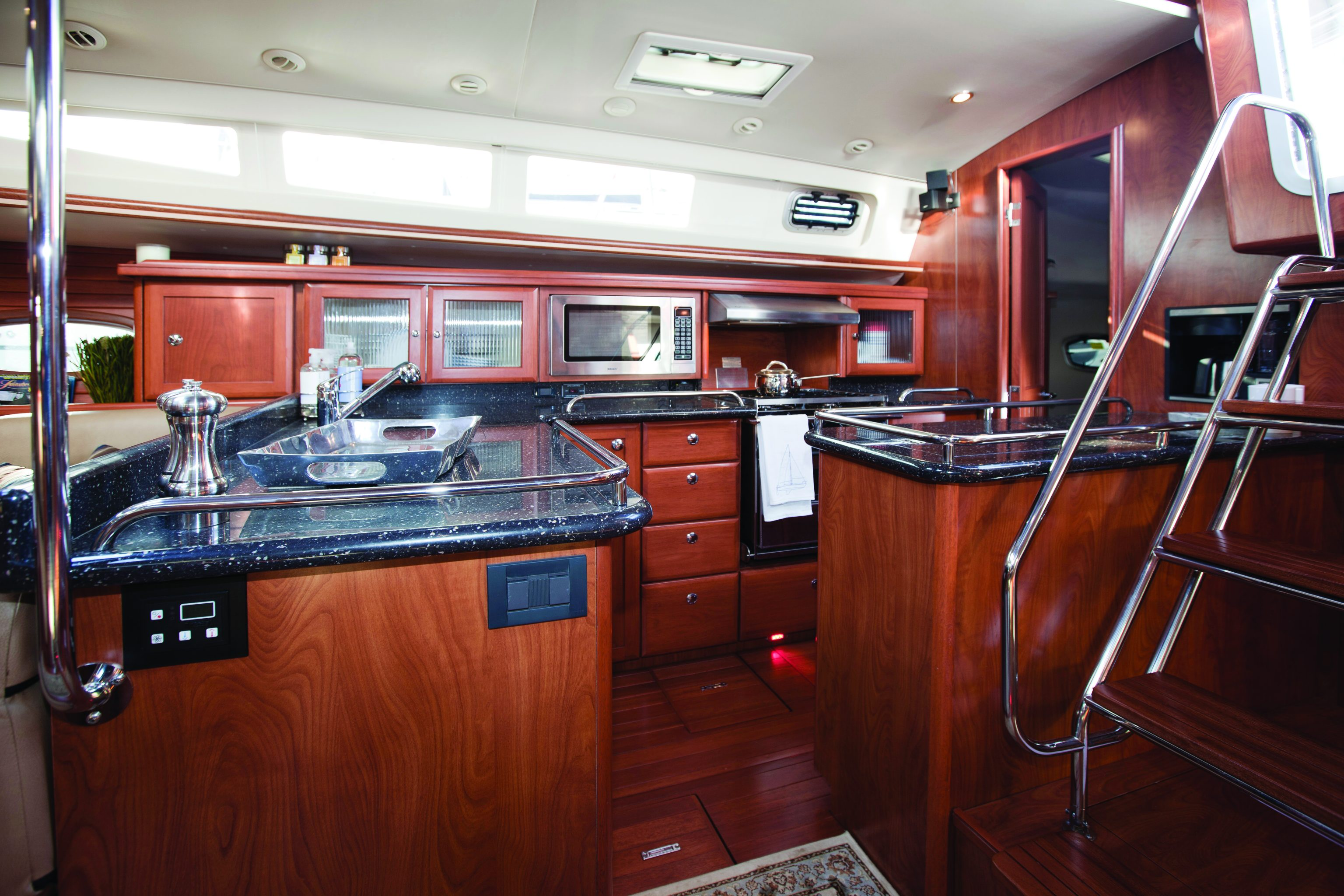 Marlow Hunter 50 ac - NEW - Specialty Yachts