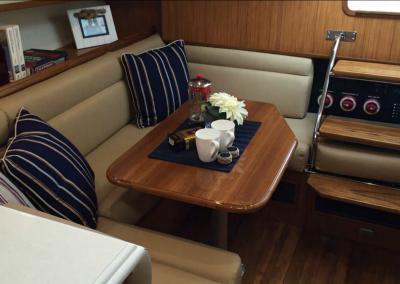 mainship_34_interior