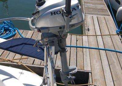 outboard_on_bracket