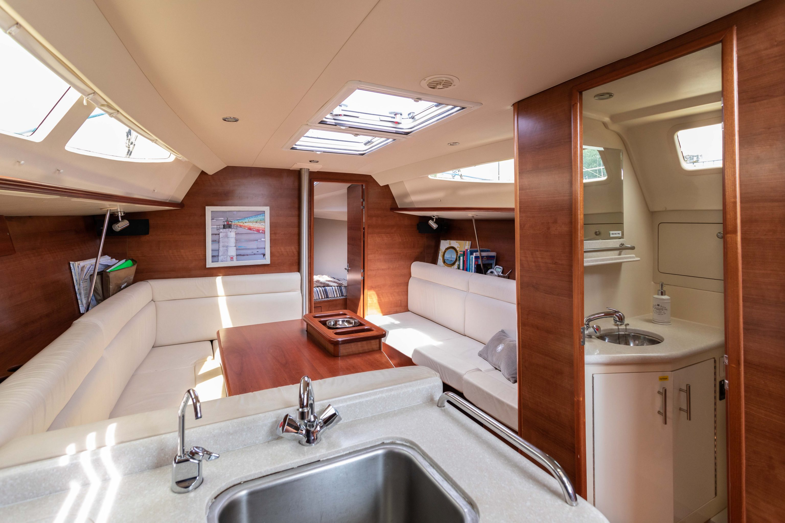 Marlow Hunter 33 - SALE PENDING - Specialty Yachts